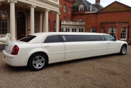 white-chrysler-300C-limo-hire1