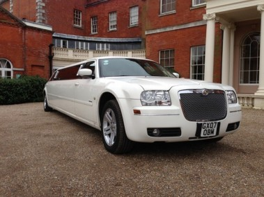 white-chrysler-300C-limo-hire2